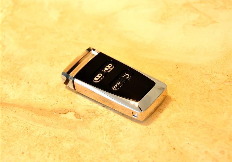 > 阿斯顿马丁db9 2011款 6.0 touchtronic volante