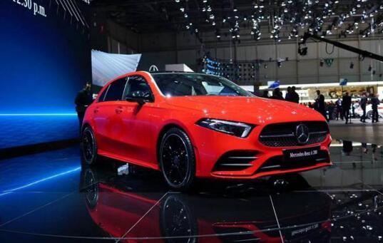 奔驰全新A级日内瓦车展发布 内饰科技感堪比S级