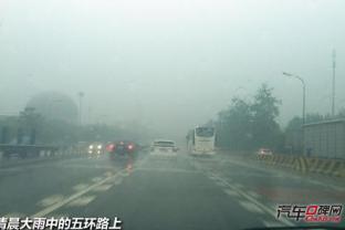 给您提个醒 下雨驾驶别忘了开灯