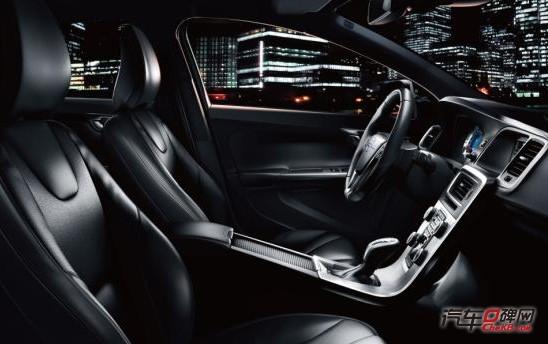 沃尔沃/沃尔沃V60是在沃尔沃S60的基础上开发的,总体来说外观上的...