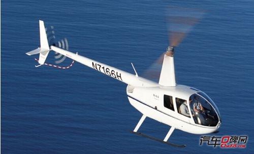 千万直升飞机罗宾逊r44亮相中原国际车展